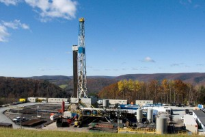 A hydraulic fracturing well. Source: http://blogs.discovermagazine.com.